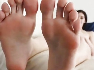 Cute shemale masturbates while showing her sexy feet